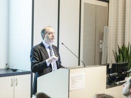 Prof. A. Snik (bron: www.snikimplants.nl)